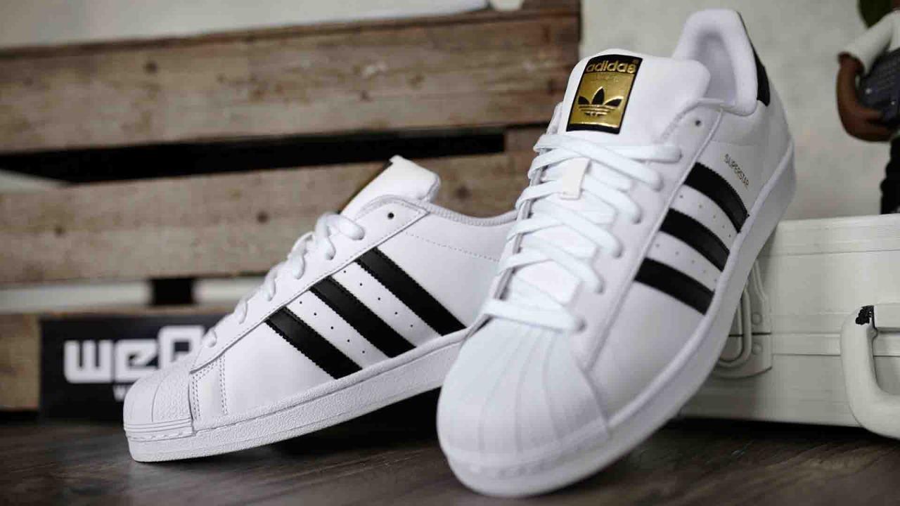 Tênis Adidas Superstar. Clique ➤ Saiba onde quanto custa 7458bd50c2c03