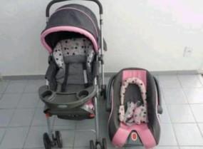 Carrinho de bebê e berço para passeio Cosco Travel – com bebê conforto.